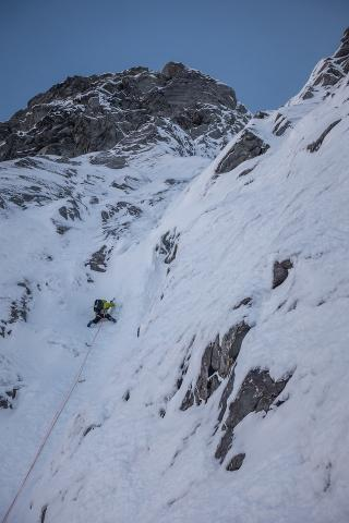 Ruari Macfarlane on P1 of 'Antics' South Face Joffre